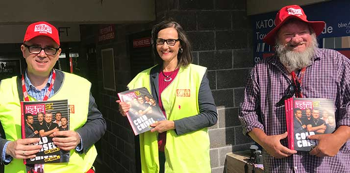 Mayor Mark Greenhill and Councillor Romola Hollywood sell The Big Issue in Katoomba with vendor Trevor.