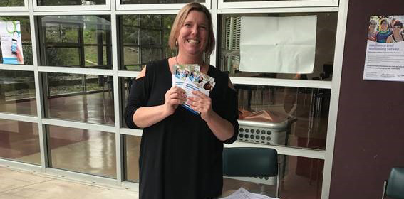 Stephanie Roper, from TAFE NSW at Wentworth Falls, promotes the Resilience and Wellbeing Survey at the recent Blue Mountains Blue Fringe Arts festival.