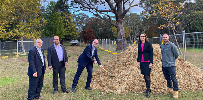 Councillors Chris Van der Kley, Brent Hoare, Mayor Mark Greenhill and Romola Hollywood with Council's Parks Coordinator Dominic Smith at Wentworth Falls Lake Park.